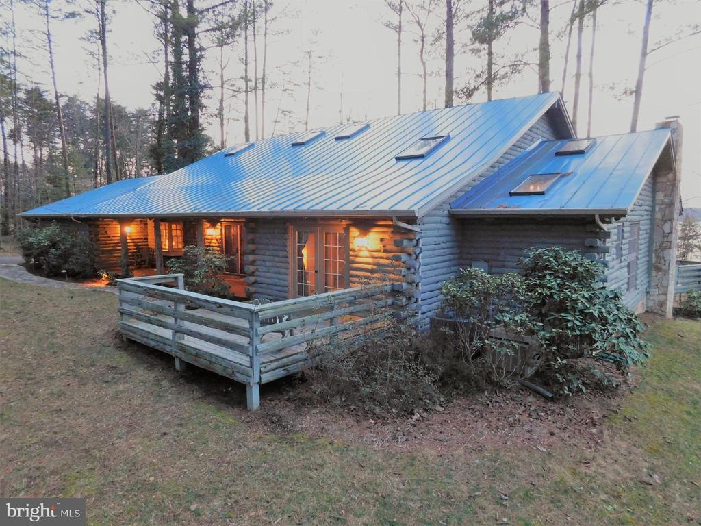 Custom Luxury Log Waterfront home - 11713 WAYNE LN, BUMPASS