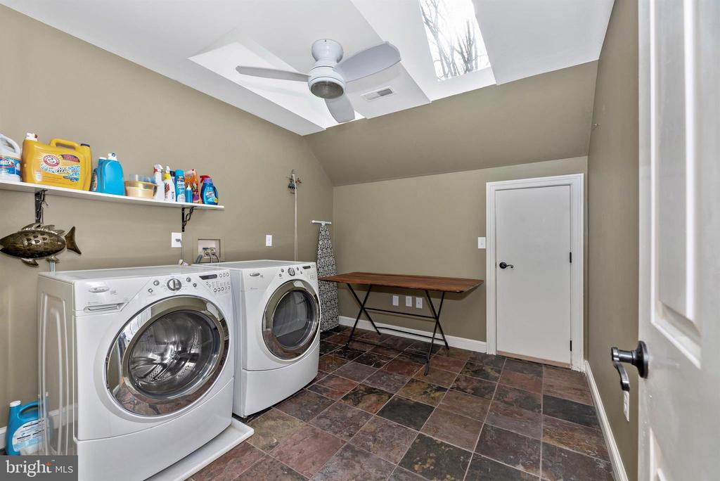 Upstairs laundry and storage space access - 5218 MUIRFIELD DR, IJAMSVILLE