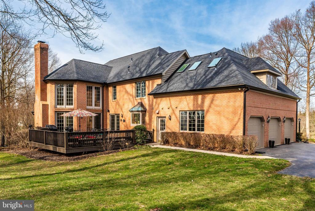 Large private deck, New exterior doors, roof +more - 5218 MUIRFIELD DR, IJAMSVILLE