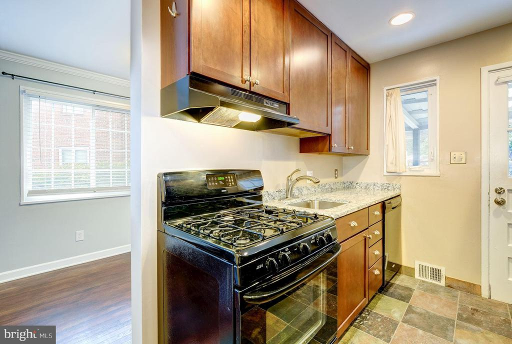 Kitchen - GAS COOKING! - 4405 VERMONT AVE, ALEXANDRIA