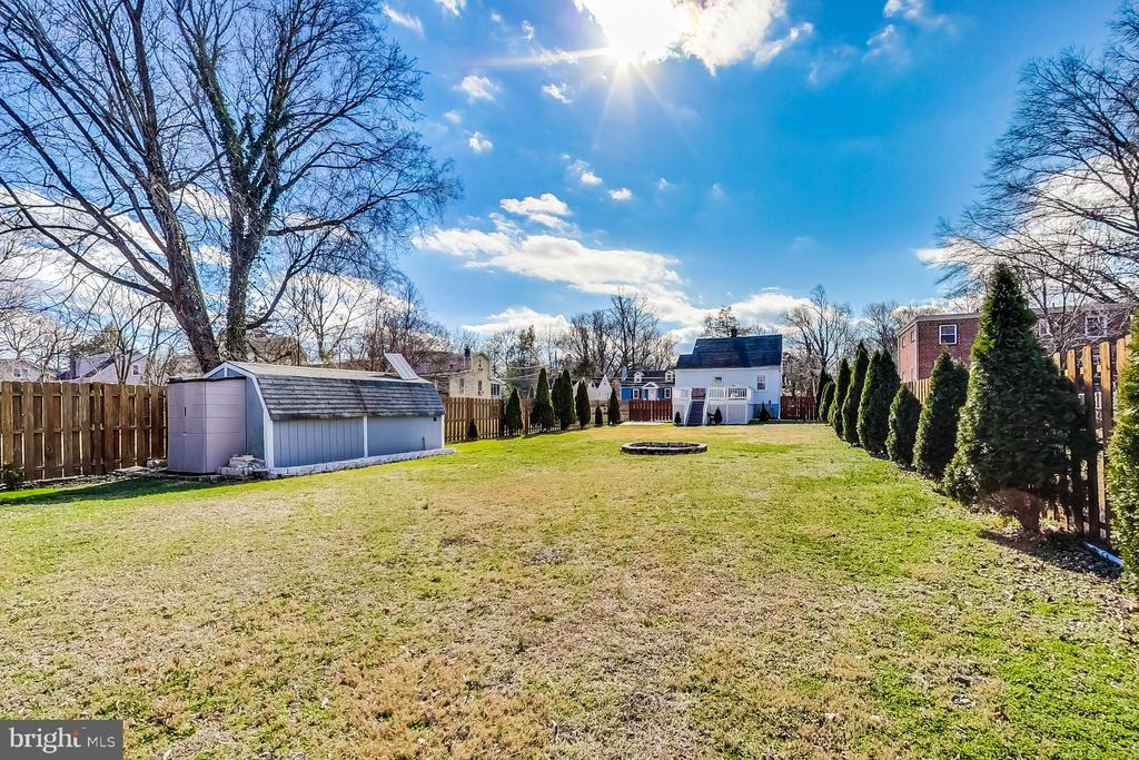 Rear View of Yard - 3404 WEBSTER ST, BRENTWOOD
