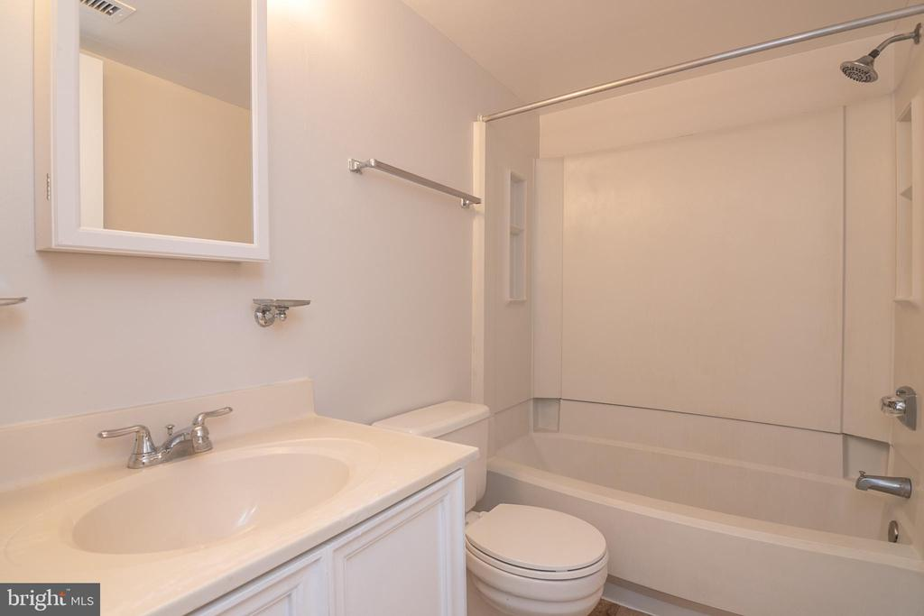 Bathroom - 5934 COVE LANDING RD #301C, BURKE