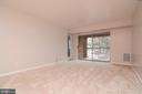 Living room area w. sliding glass door to balcony - 5934 COVE LANDING RD #301C, BURKE
