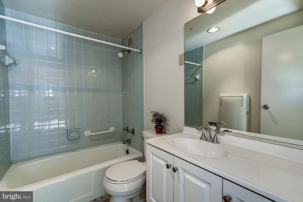 Master Bath - 4141 HENDERSON RD #324, ARLINGTON