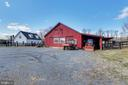 Five Stall Center Aisle Barn - 15730 OLD WATERFORD RD, PAEONIAN SPRINGS