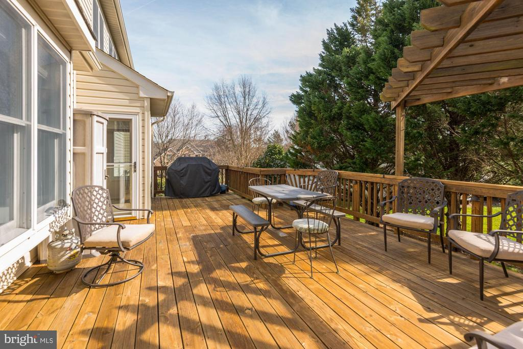 Deck - 1340 DASHER LN, RESTON