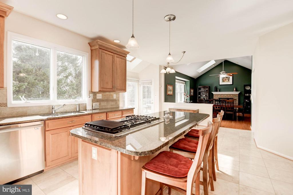 5 Burner Cooktop on Center Island - 1340 DASHER LN, RESTON