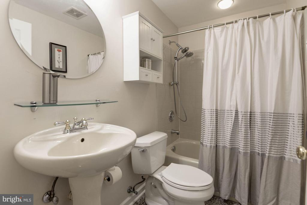 Lower Full Bathroom - 1340 DASHER LN, RESTON
