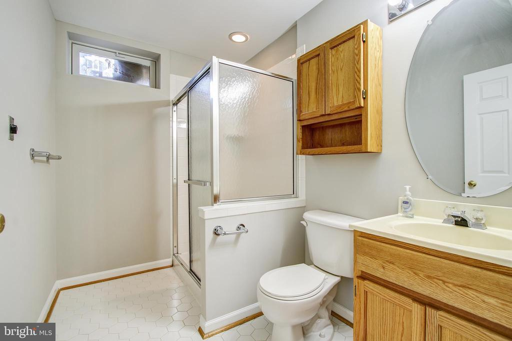 Lower Level Full Bathroom - 5637 ASSATEAGUE PL, MANASSAS