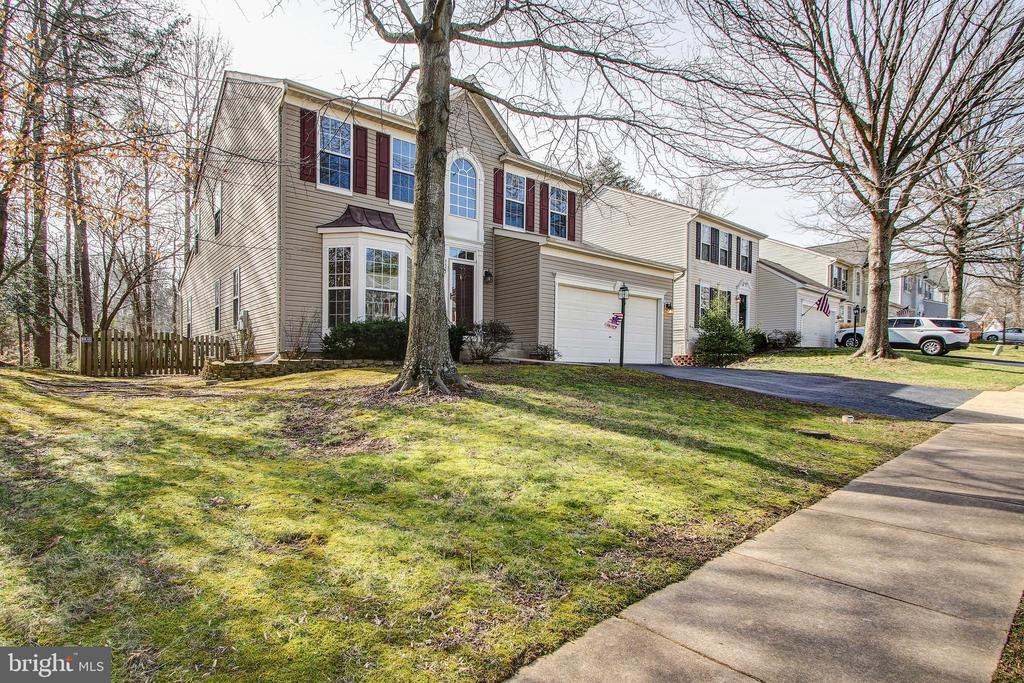 - 5637 ASSATEAGUE PL, MANASSAS
