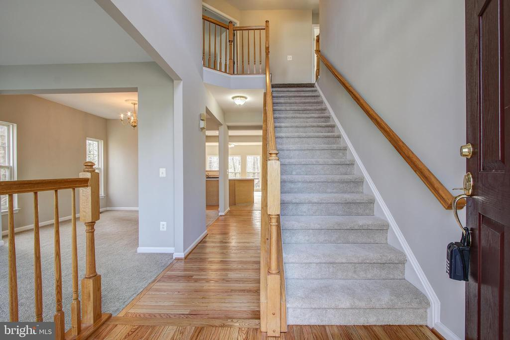 2- Story Foyer - 5637 ASSATEAGUE PL, MANASSAS