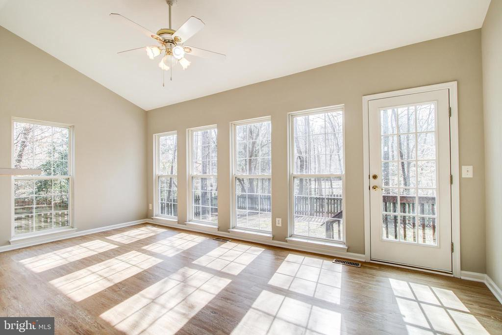 Sun Room - 5637 ASSATEAGUE PL, MANASSAS
