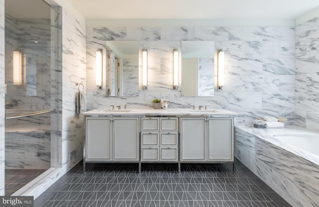Luxurious Master Bathroom - 2660 CONNECTICUT AVE NW #5C, WASHINGTON