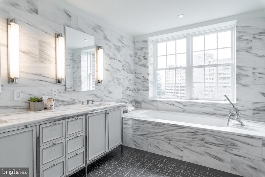 Master Bathroom features large soaking tub - 2660 CONNECTICUT AVE NW #5C, WASHINGTON
