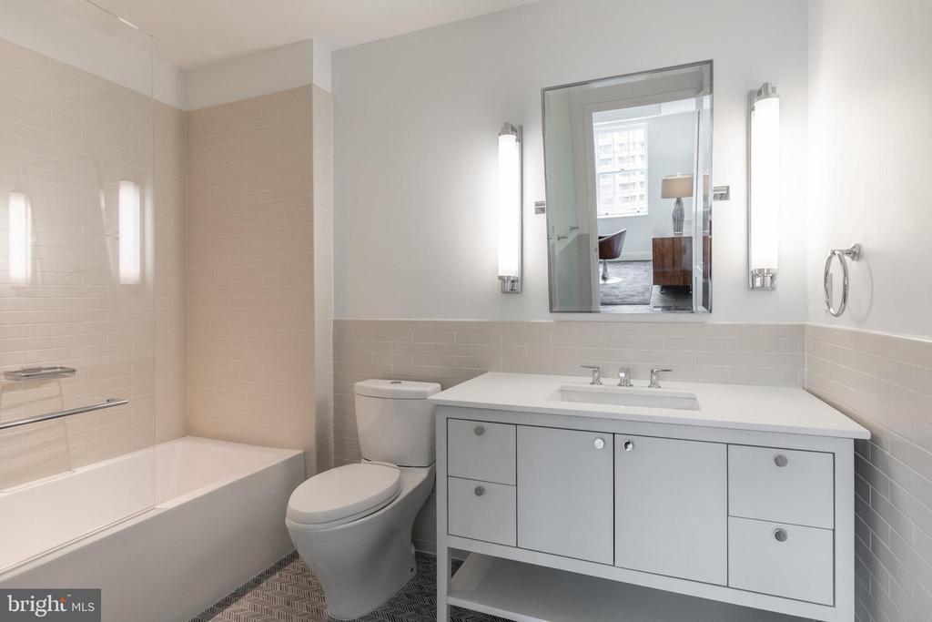 Bedroom Three En Suite Bathroom - 2660 CONNECTICUT AVE NW #5C, WASHINGTON