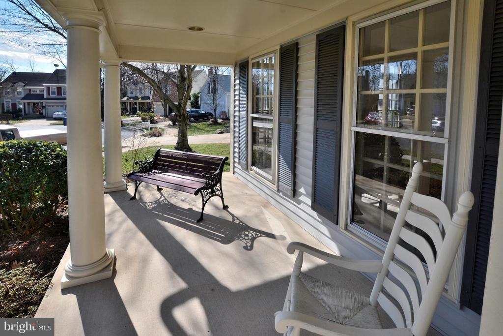 Enjoy the front porch - 20269 ROSEDALE CT, ASHBURN
