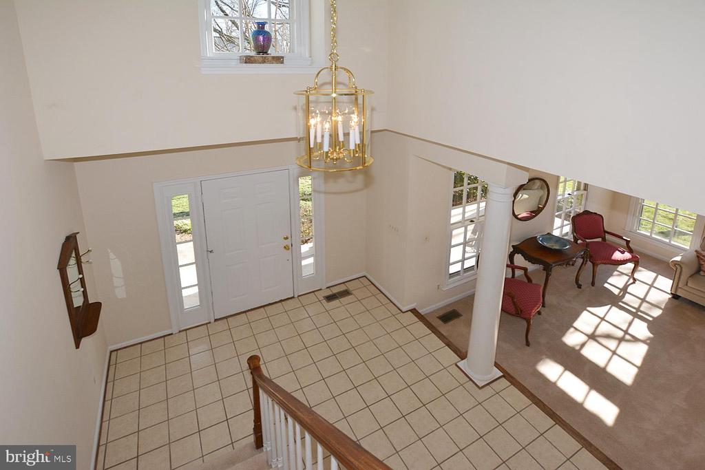 Two story foyer - 20269 ROSEDALE CT, ASHBURN