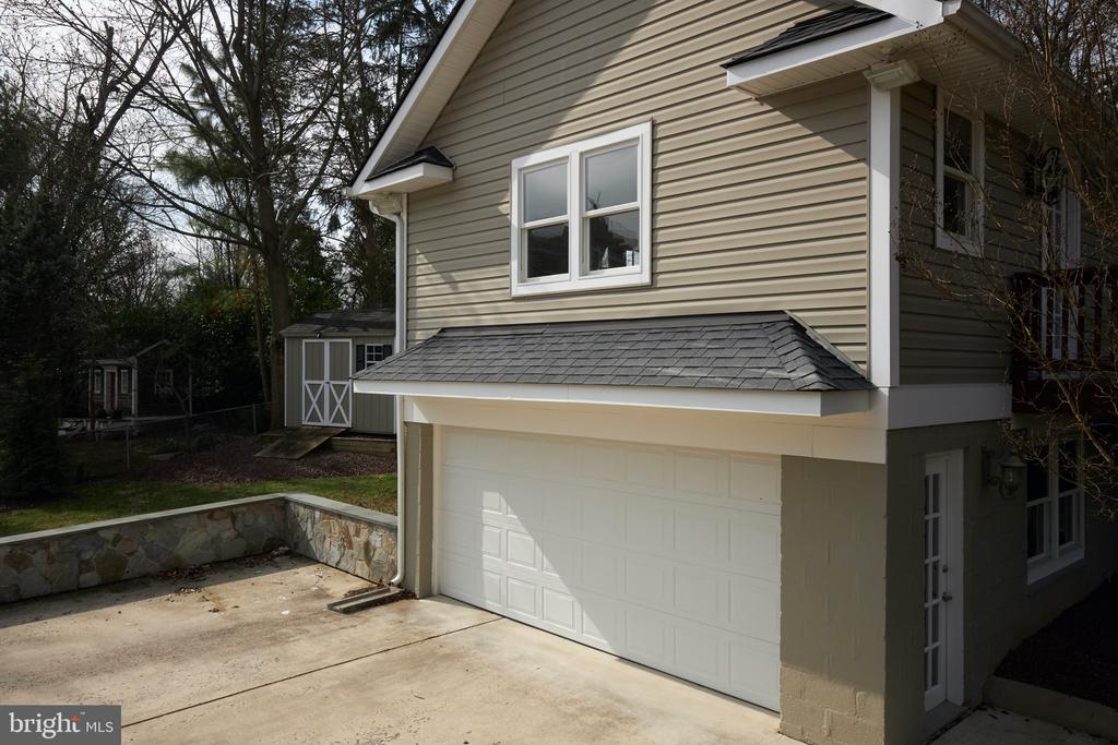 heated/air conditioned detached 2 car garage - 11006 HARRIET LN, KENSINGTON