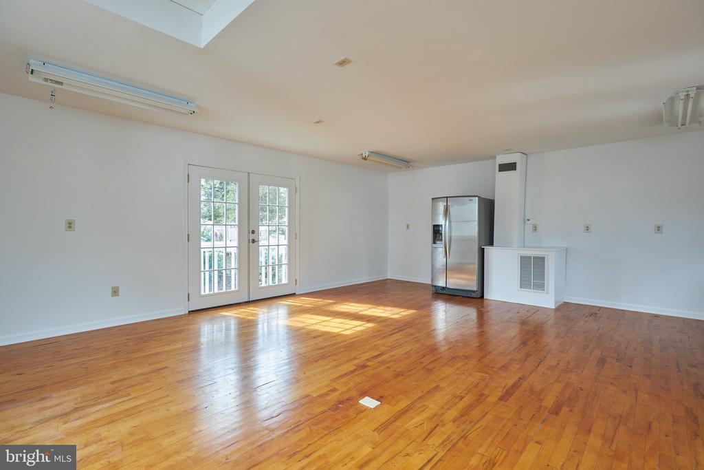 Above garage- HVAC, Electrical, wood floors - 11006 HARRIET LN, KENSINGTON