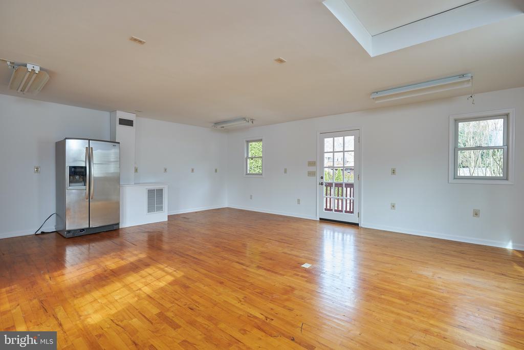 Ideal for home office, studio or workroom - 11006 HARRIET LN, KENSINGTON