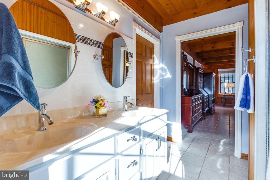 Double Vanity Sink in Master Bath - 15798 LANCASTER FARM RD, NEWBURG