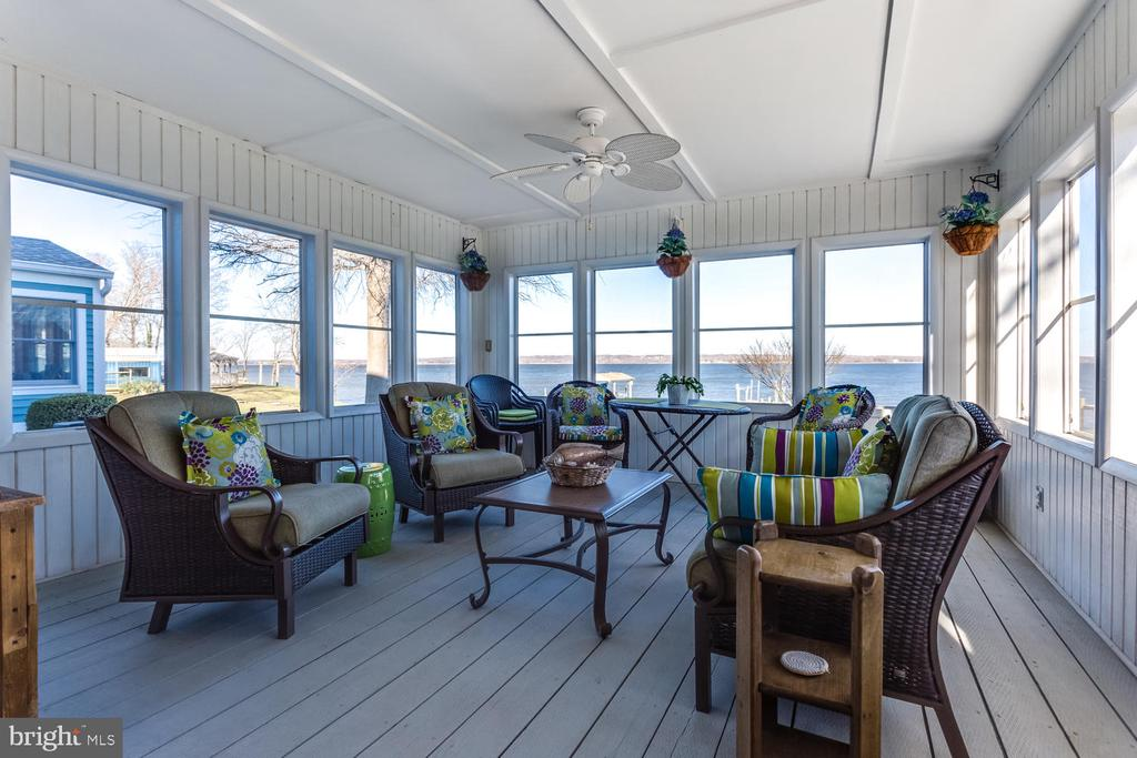 Screened Back Porch overlooking the water - 15798 LANCASTER FARM RD, NEWBURG