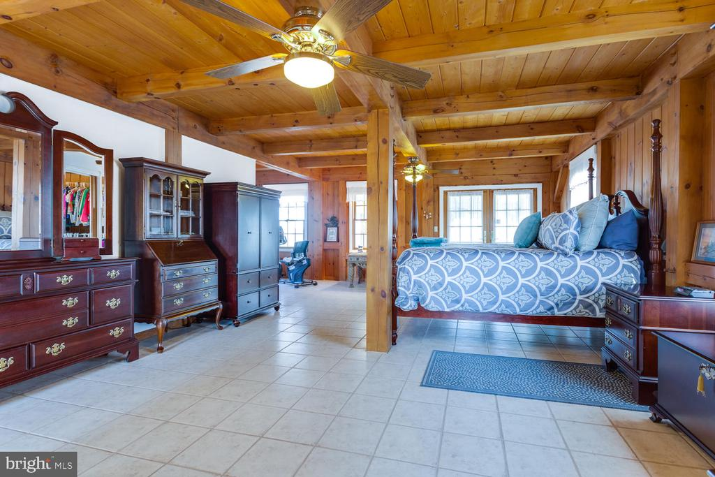 Step out of your bed onto heated floors! - 15798 LANCASTER FARM RD, NEWBURG