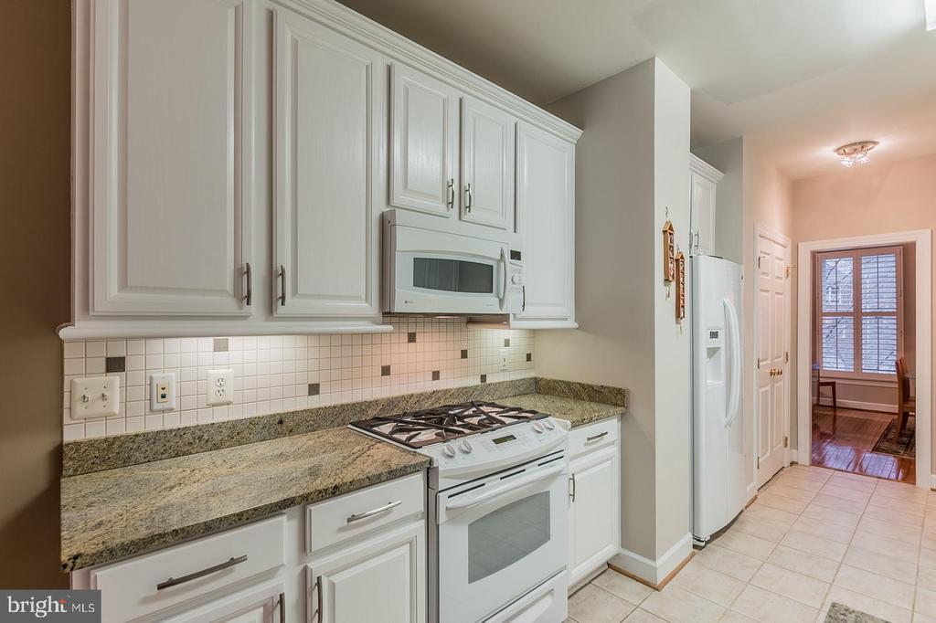 Kitchen - 11485 WATERHAVEN CT, RESTON