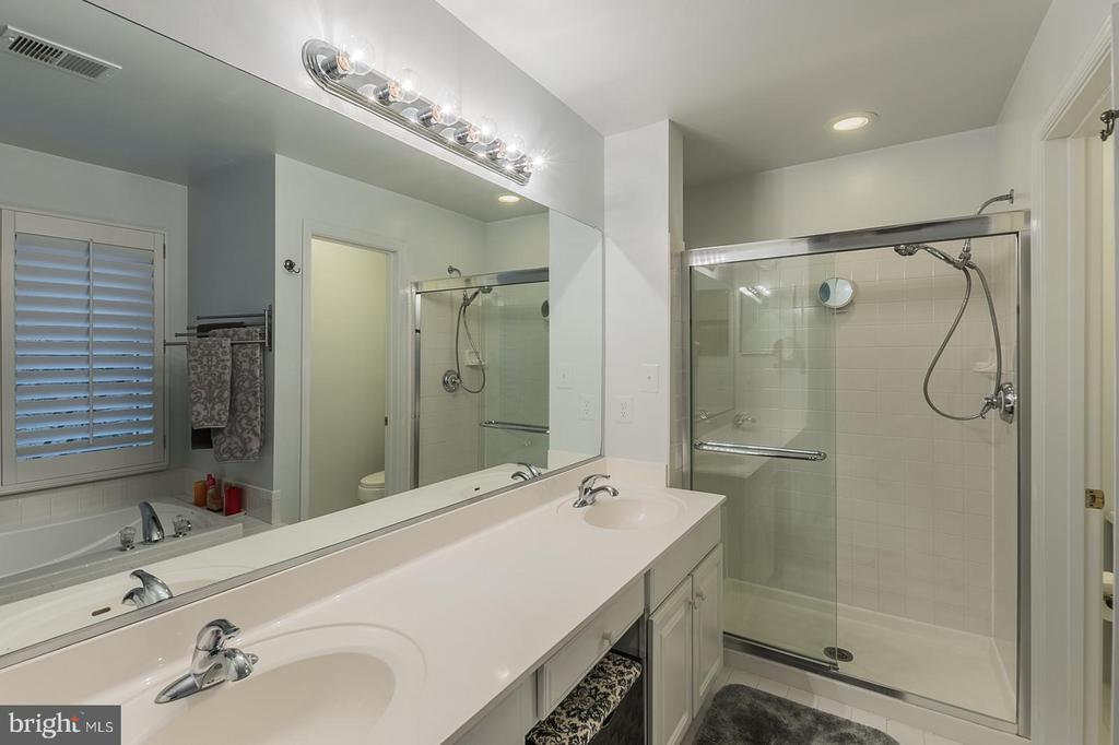 master bath with shower and  soaking tub - 11485 WATERHAVEN CT, RESTON
