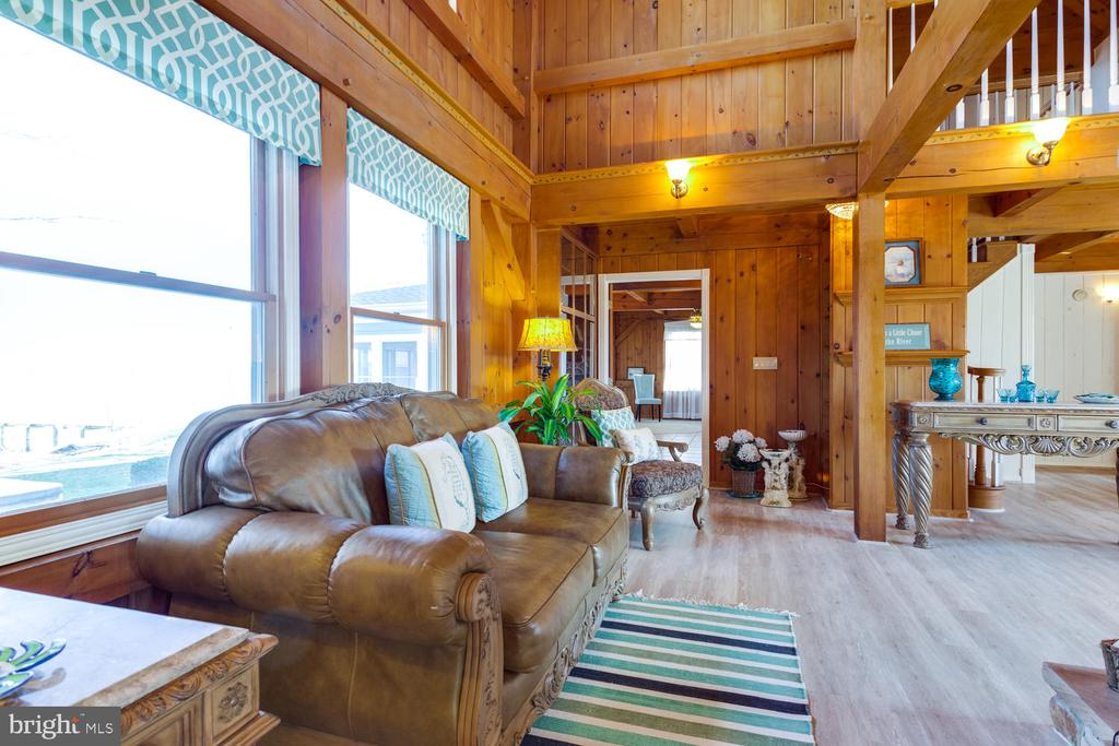 Large windows allow for great views of the water! - 15798 LANCASTER FARM RD, NEWBURG