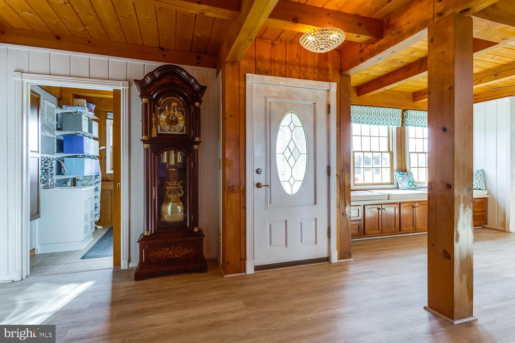 Another view of open entryway - 15798 LANCASTER FARM RD, NEWBURG
