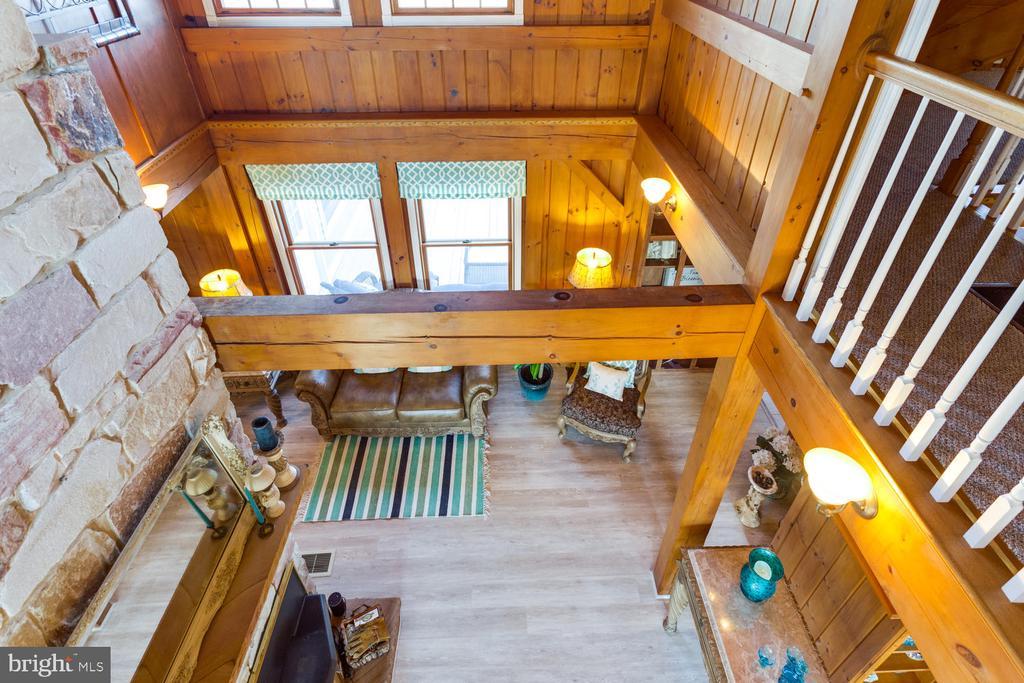 Open hallway upstairs overlooks the Family Room - 15798 LANCASTER FARM RD, NEWBURG