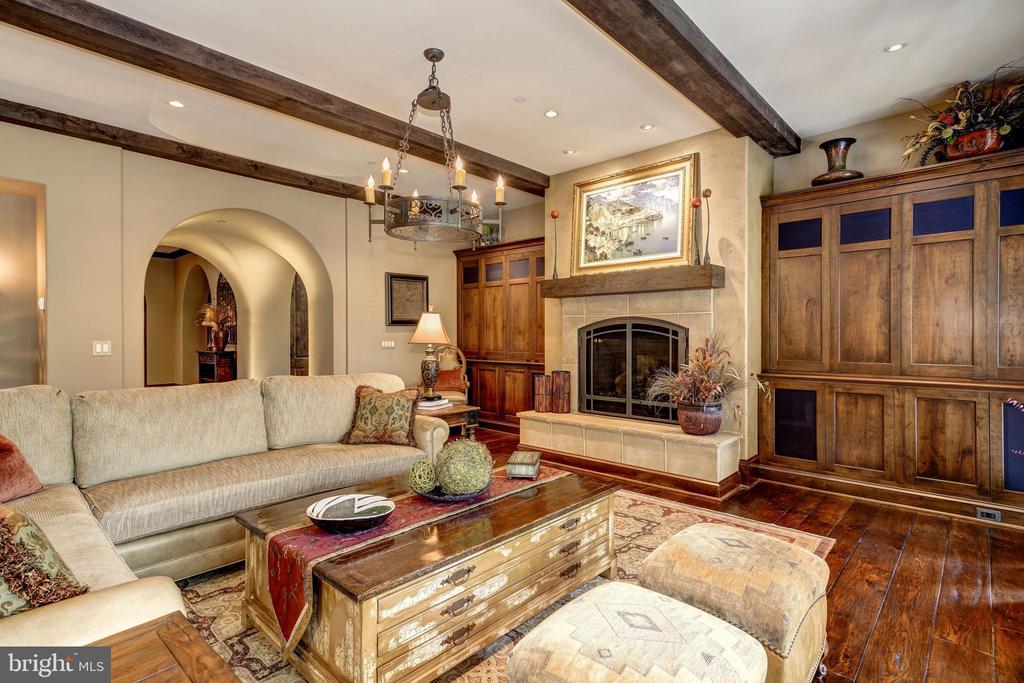 Family Room - 8001 OVERHILL RD, BETHESDA