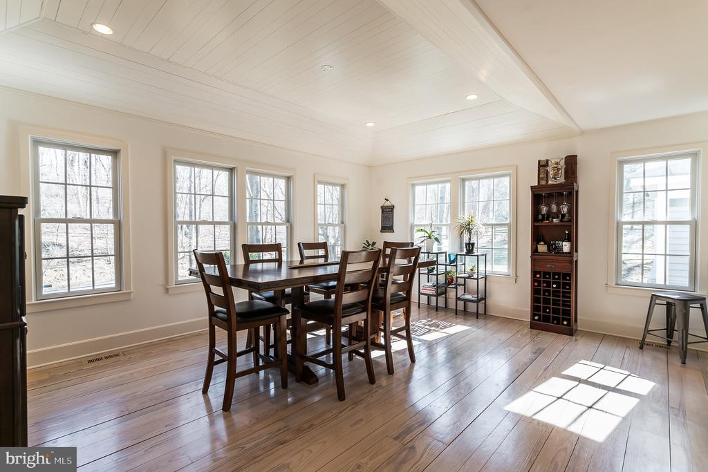 Spacious Eat in Kitchen overlooking the front - 23057 KIRK BRANCH RD, MIDDLEBURG