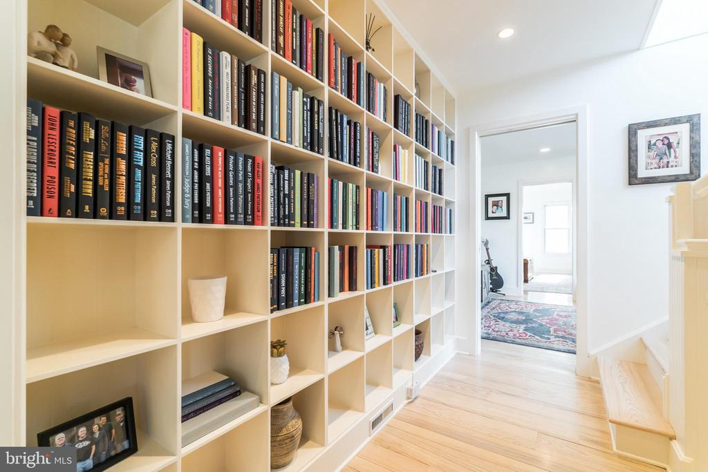 Built In Book Cases - 23057 KIRK BRANCH RD, MIDDLEBURG
