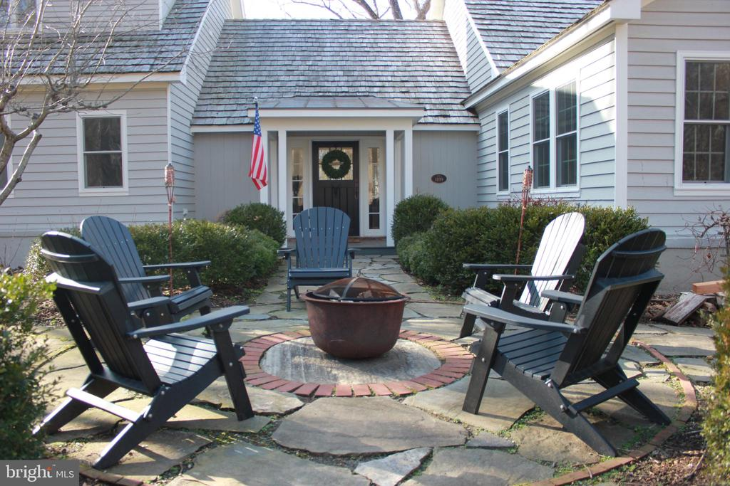Inviting Entry - 23057 KIRK BRANCH RD, MIDDLEBURG