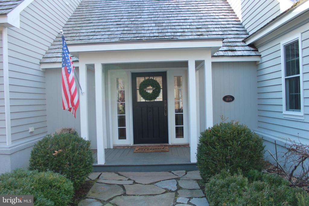 Custom Finish Covered Front Door - 23057 KIRK BRANCH RD, MIDDLEBURG
