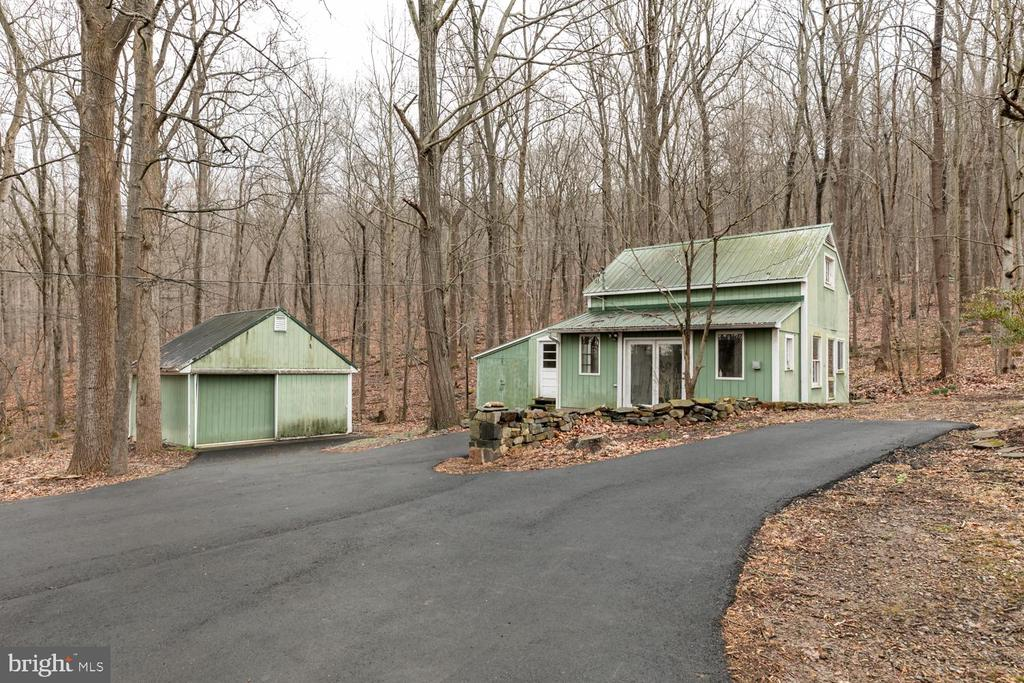 Two outbuildings - 2468 MOUNT CARMEL RD, BLUEMONT
