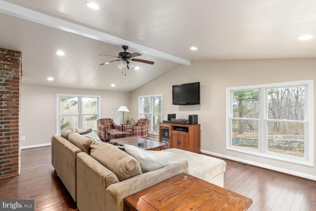 Family Room - 2468 MOUNT CARMEL RD, BLUEMONT