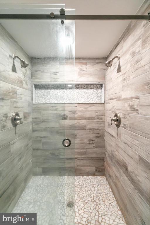 Master Bath - 2468 MOUNT CARMEL RD, BLUEMONT