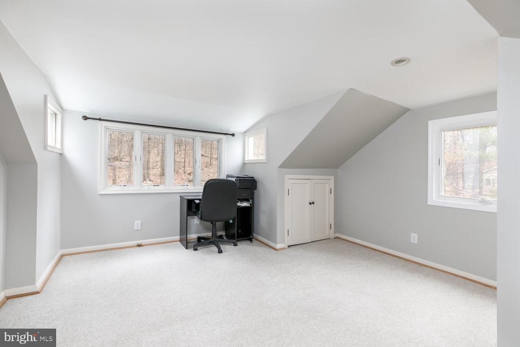 Upstairs loft/office/bedroom - 2468 MOUNT CARMEL RD, BLUEMONT