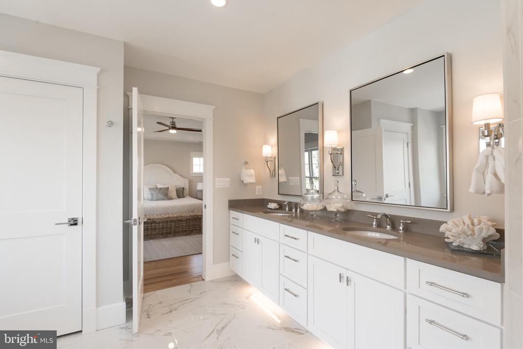 Owners Suite Bathroom - 5204 SARATOGA AVE, CHEVY CHASE