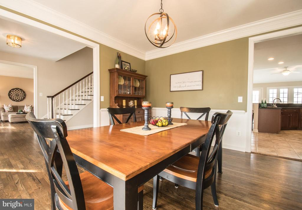Open Floor Plan, easy to mingle with guests - 43168 HASBROUCK LN, LEESBURG