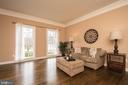 Warm sun-filled rooms - 43168 HASBROUCK LN, LEESBURG