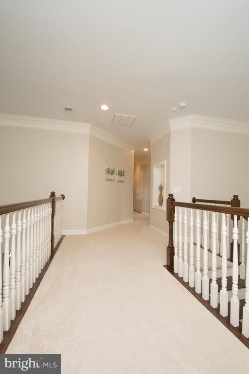 Hallway overlook to Family Room - 43168 HASBROUCK LN, LEESBURG