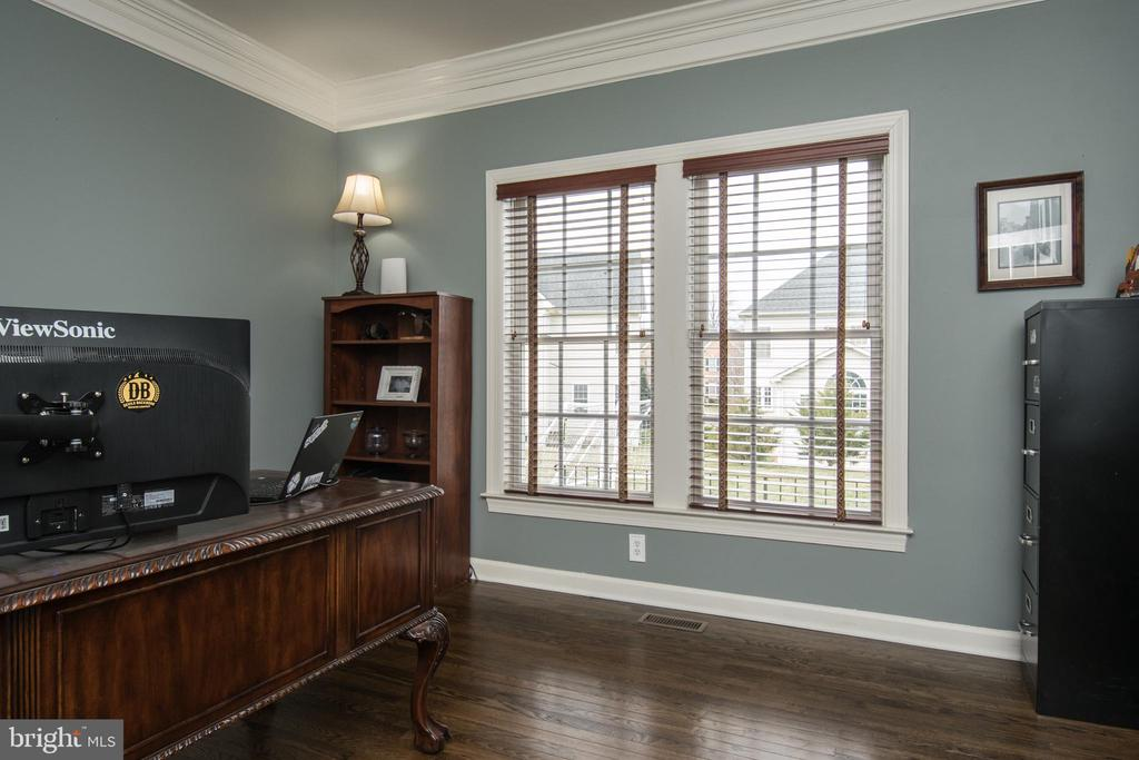 Private Home Office/study - 43168 HASBROUCK LN, LEESBURG