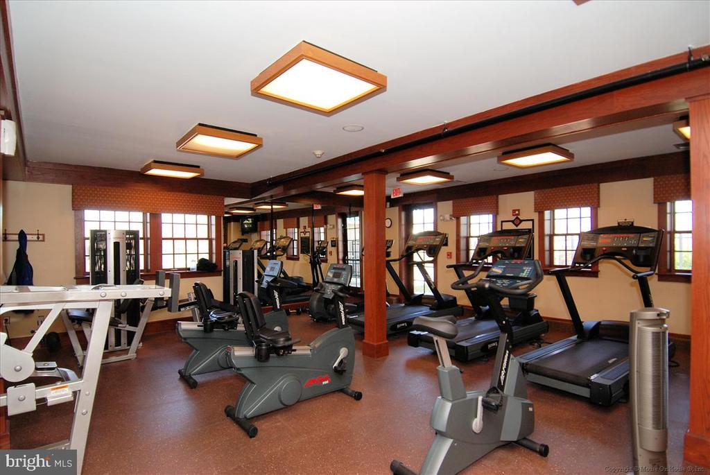 Amenites include workout room - 43168 HASBROUCK LN, LEESBURG