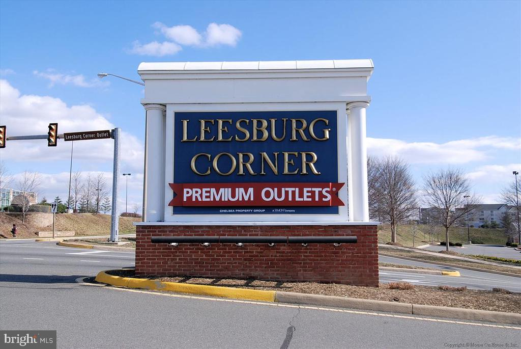 Nearby Shopping in Leesburg - 43168 HASBROUCK LN, LEESBURG