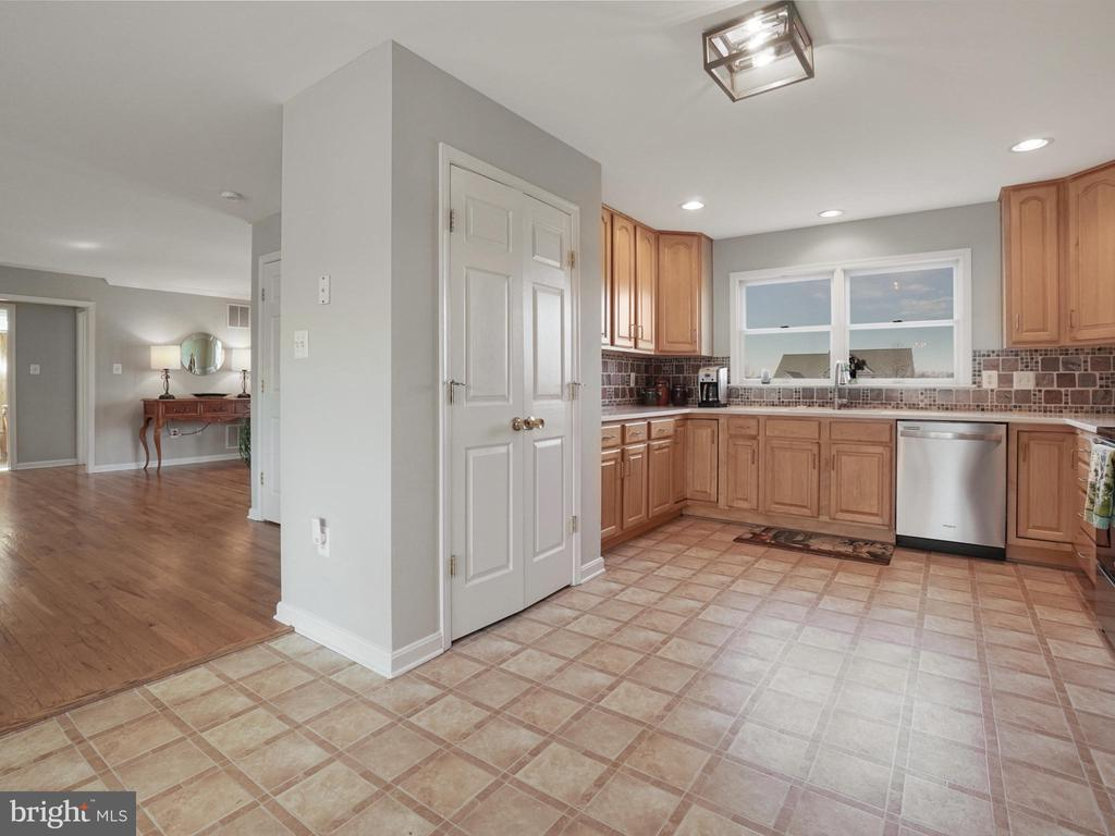 Kitchen - 4803 TIMBER DR, MOUNT AIRY