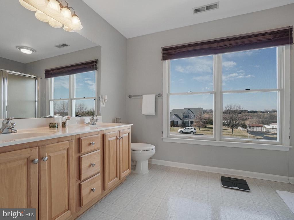 Masterbath - 4803 TIMBER DR, MOUNT AIRY